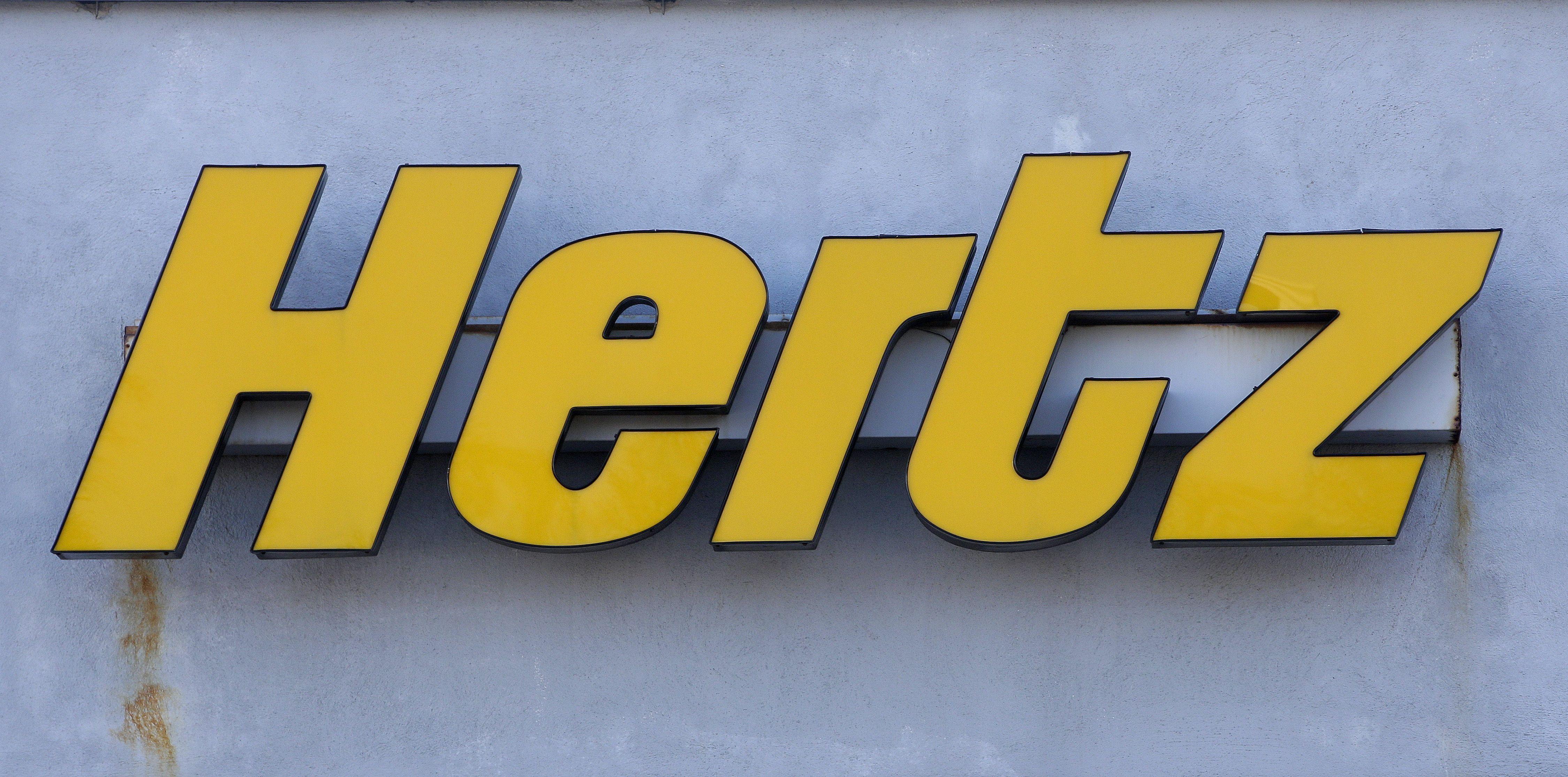 hertz ordena 100.000 vehiculos electricos de tesla