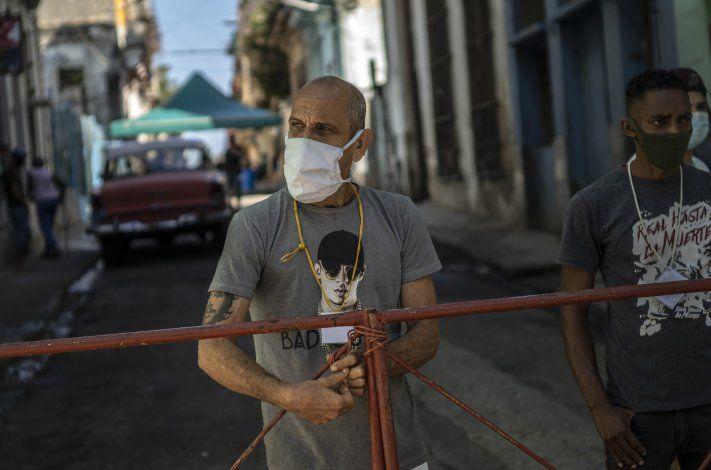 Cuba cierra calles por COVID y comienza a producir vacunas