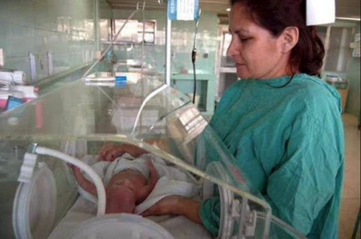 Dos recién nacidos fallecidos y dos críticos en Guantánamo tras recibir un antibiótico