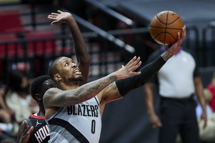 Trail Blazers anotan 50 en el 1ro, vencen a Rockets 140-129