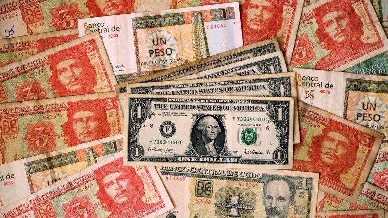 El régimen elimina el dólar en Cuba en un momento crítico para su economía