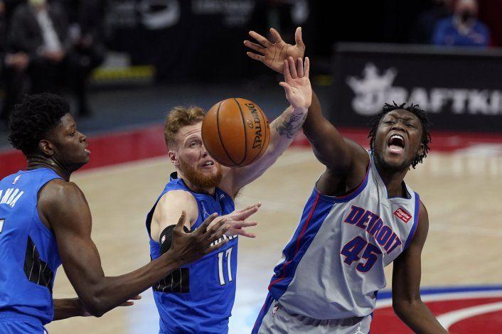 Con una gran actuación de Bamba, el Magic vence a Pistons