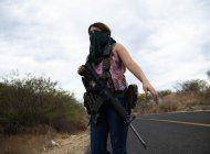 en mexico, las mujeres toman las armas para defenderse