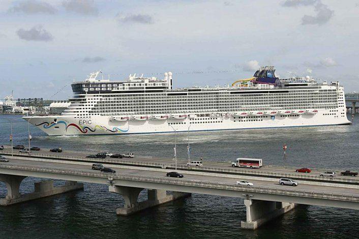 Norwegian Cruise demanda a Florida por ley sobre vacunas
