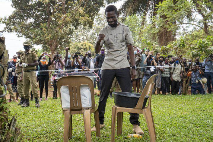 Uganda vota en unas tensas elecciones presidenciales