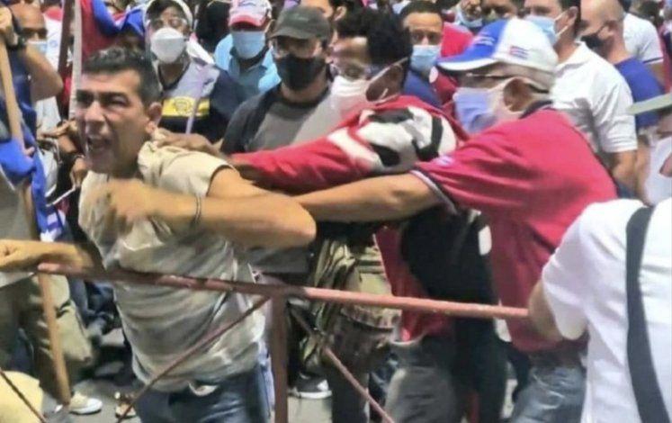 Cuba: Sale a la luz el video del arresto del hombre que gritó contra el Gobierno en acto oficialista en La Habana