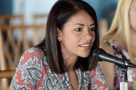 la alcaldesa de salinas propone multas de hasta $1,000 por voceteo