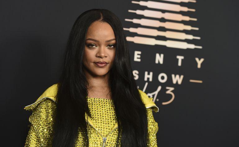 Rihanna se toma su tiempo con álbum, presenta lencería