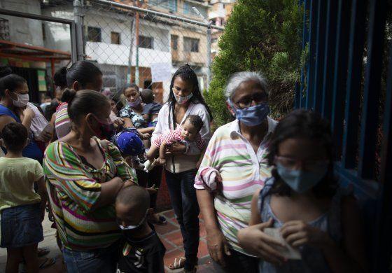 Venezuela: Maduro flexibiliza la cuarentena en diciembre