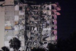 Dramático momento en que un edificio de apartamentos se desplomó en Miami-Dade. Archivo.