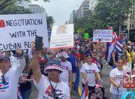 miles de cubanos se plantan en washington para pedir acciones mas contundentes contra el regimen cubano