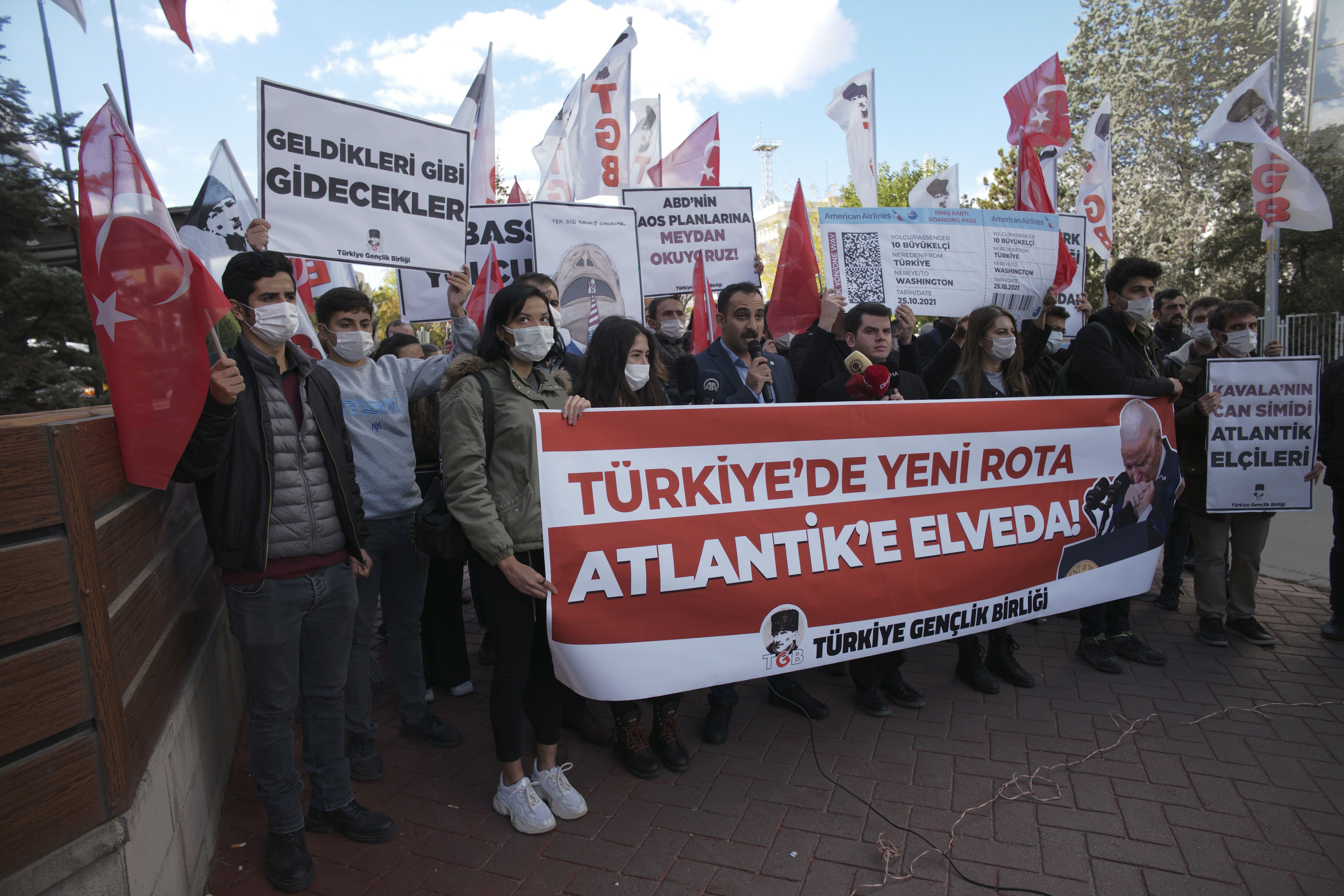 Turquía da marcha atrás a amenaza de expulsar 10 embajadores