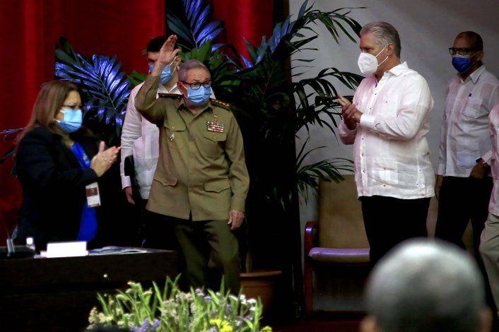 El dictador  Raúl Castro deja la dirección del Partido Comunista de Cuba