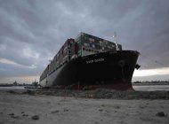 tribunal aplaza caso del buque que cerro el canal de suez