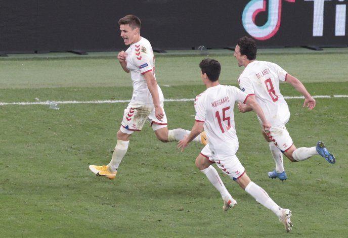 Por Eriksen: Dinamarca vence 4-1 a Rusia y avanza a octavos