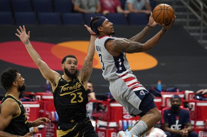 Wizards dejan a Raptors casi fuera del minitorneo