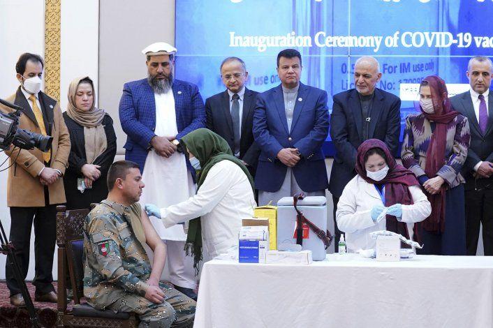 Afganistán inicia campaña de vacunación contra coronavirus