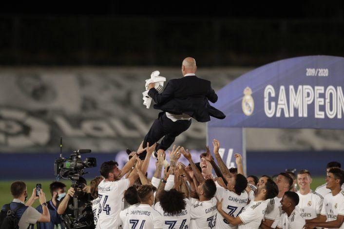 Un Real Madrid perfecto recupera el trono en España