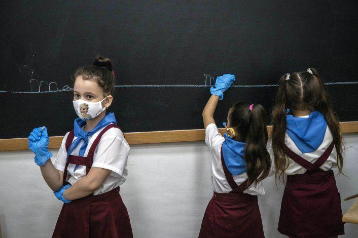 Cada vez más casos de niños con COVID-19 en Cuba: Sancti Spíritus cierra sus escuelas