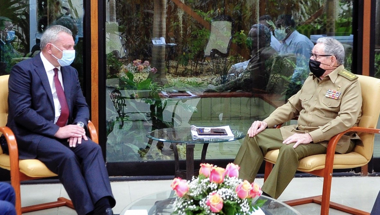 Raúl Castro reaparece para recibir al enviado especial de Putin a Cuba