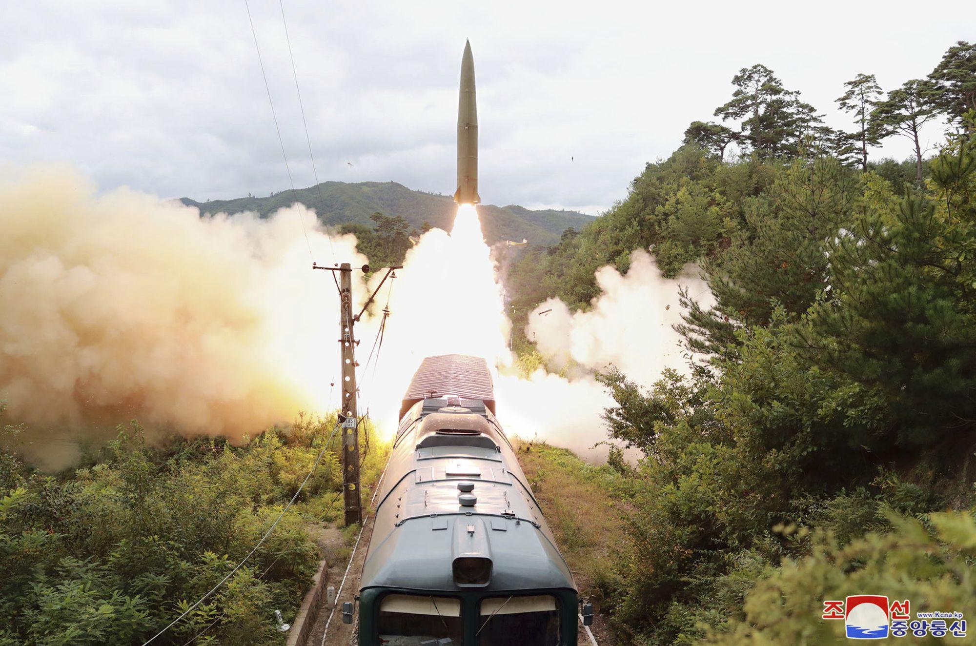 norcorea dice que probo lanzamiento de misiles desde tren
