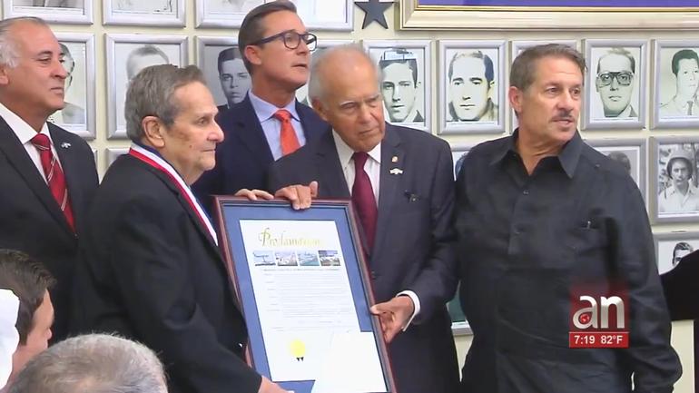 Ron Desantis homenajeó al ex agente de la CIA y principal hombre en la captura del Che Guevara, Felix Rodriguez