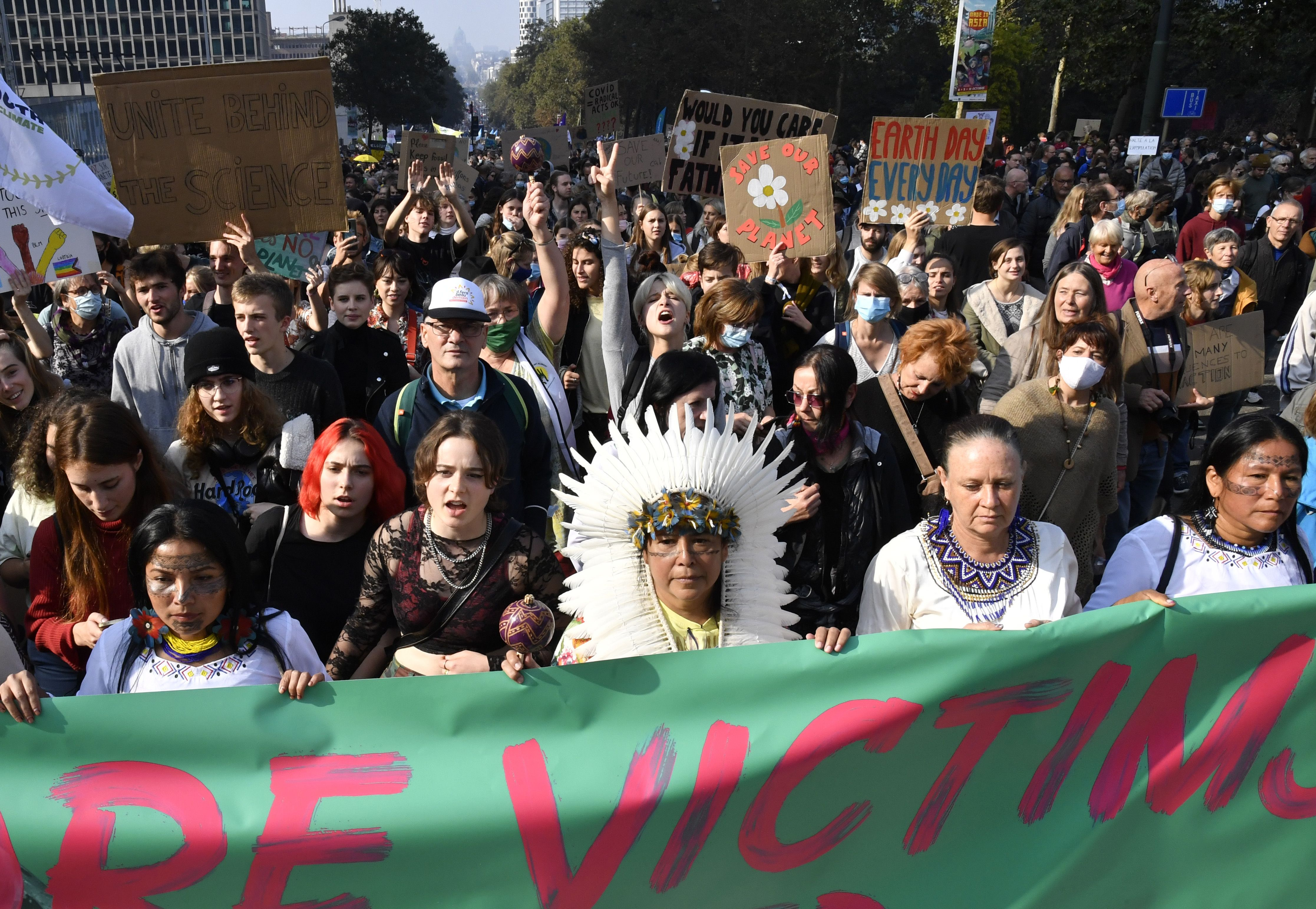 miles marchan en bruselas contra el cambio climatico