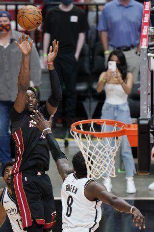 Heat vence a Nets con enceste de último segundo de Adebayo